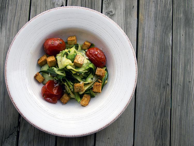 Tagliatelles de courgettes et tofu croustillant aux agrumes