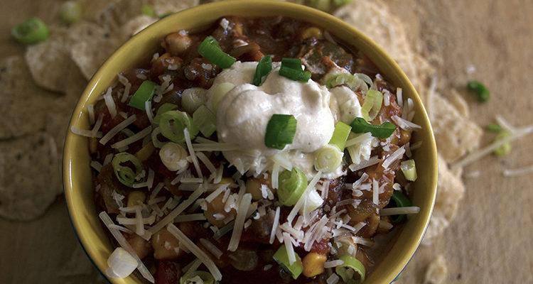 Chili aux lentilles et aux légumes grillés
