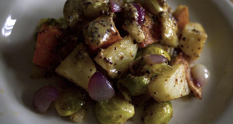 Salade de pommes de terre aux choux de Bruxelles et aux poires