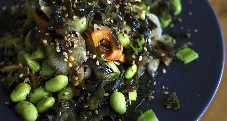 Salade d'algues et edamames