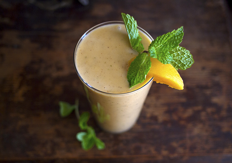 Smoothie pêches-noisettes-menthe