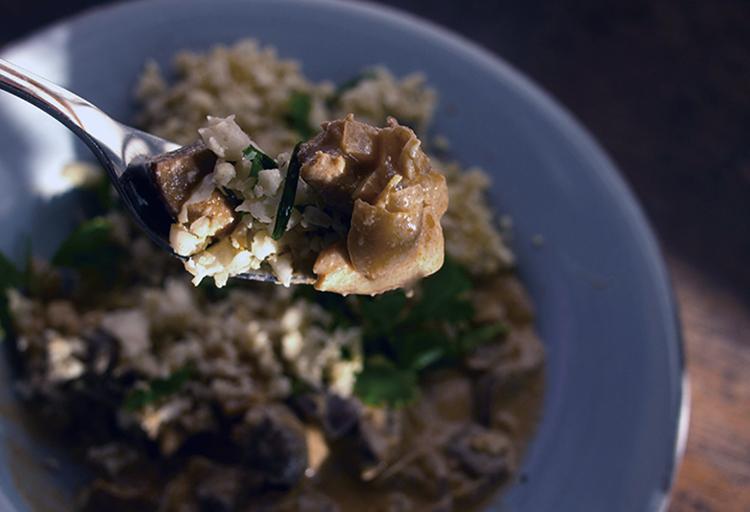 Tofu Stroganoff et riz de chou-fleur grillé